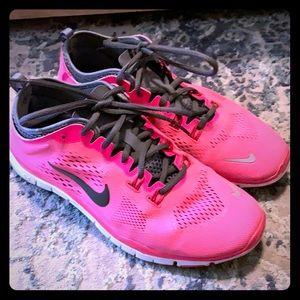 🐝 Nike cross trainers 🐝